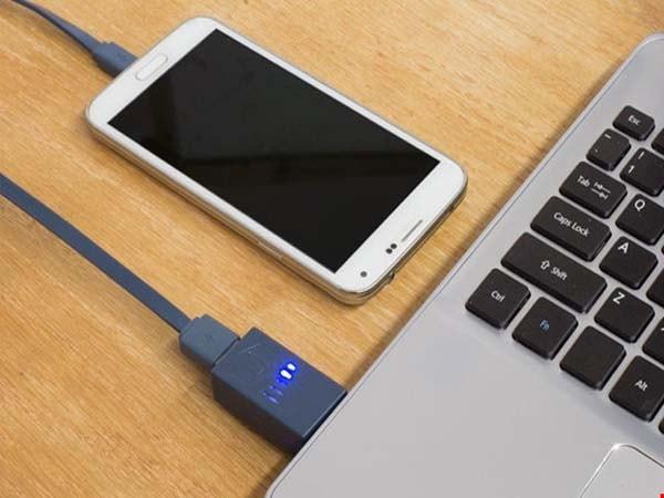 Nên hay không nên sạc điện thoại bằng ổ cắm USB?