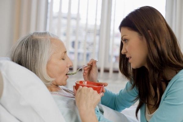Những lưu ý khi chăm sóc người bị liệt nửa người 1