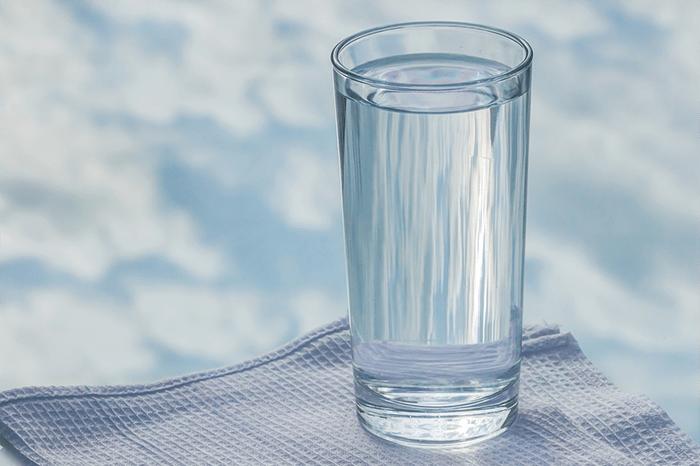 Không uống đủ nước cũng khiến suy giảm trí nhớ ở người trẻ