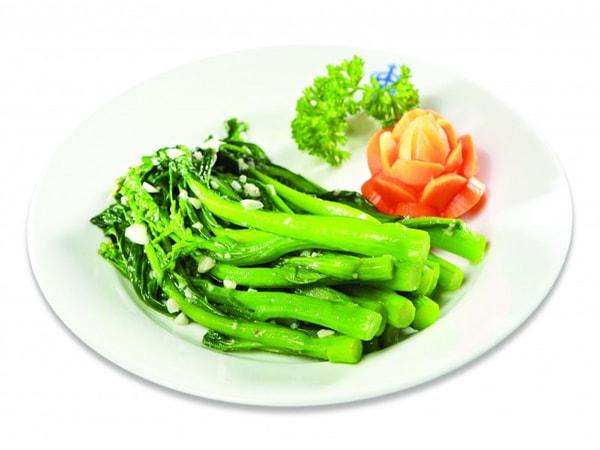 Vì sao rau xào hay bị nát, vàng và cách để có món rau xào xanh mướt? 1
