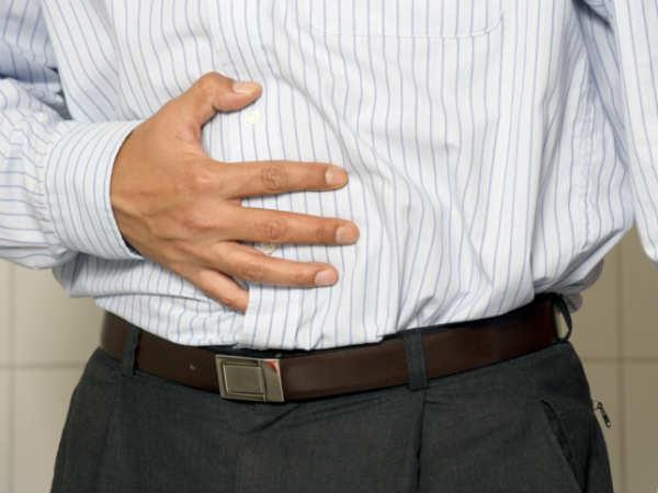 Những chiếc áo sọc dọc mỏng rất phù hợp với bạn nam béo bụng