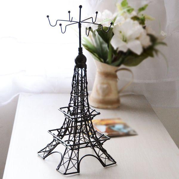 Tòa tháp bằng kim loại hợp với mệnh Kim