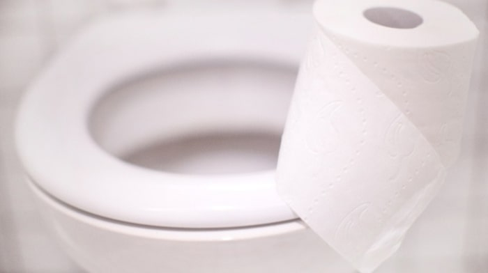Giấy vệ sinh nguyên nhân gây tắc bể phốt và bồn cầu.