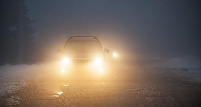 Cẩn thận khi lái xe trong thời tiết xấu là một quy tắc lái xe an toàn cần nắm vững