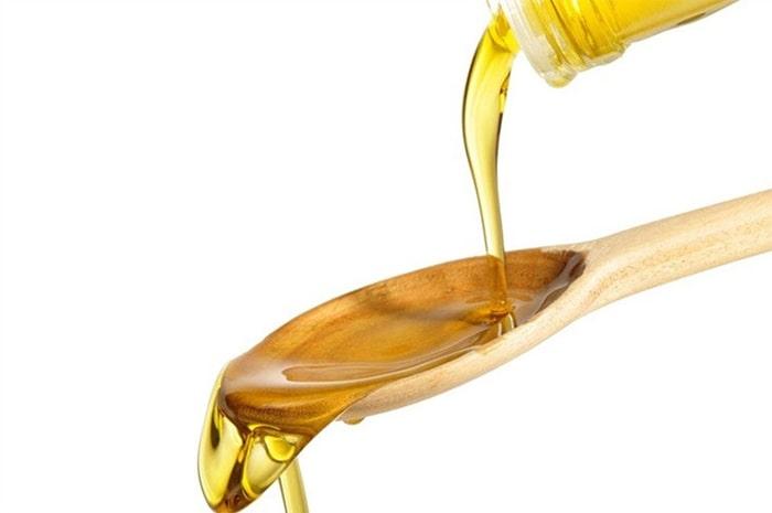 Sử dụng dầu ăn để hạn chế tình trạng ổ khóa bị kẹt