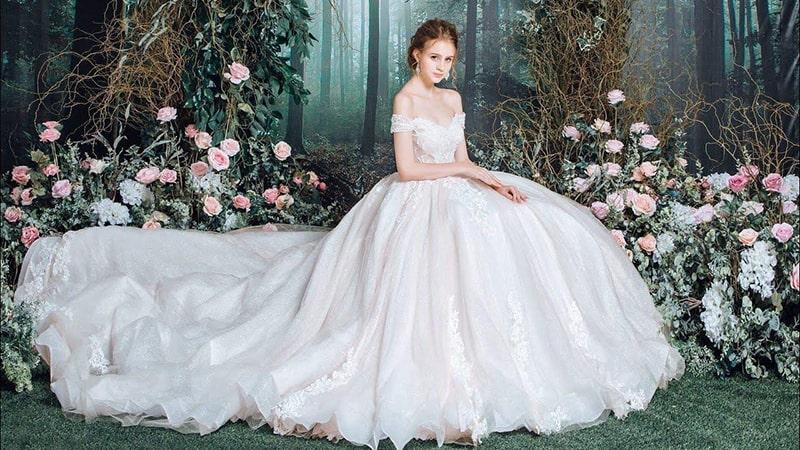 Váy cưới cô dâu phải thật lộng lẫy